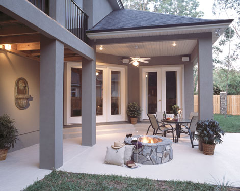 partially covered outdoor living area with built-in fire pit