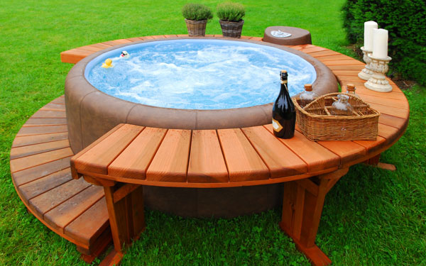Hot tubs types hot tub safety house plans and more - Jacuzzi en bois exterieur ...