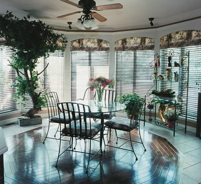 breakfast room with blinds closed