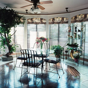 country decorated sunroom