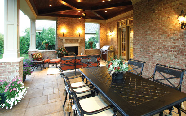 covered patio with outdoor dining